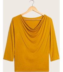 camiseta pliegues cuello amarillo 8