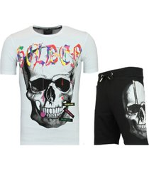 korte t-shirt en joggingbroek