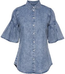 denim shirt with acid wash and pleat sleeve detail. blouses short-sleeved blå scotch & soda