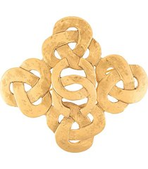 chanel pre-owned 1995 spring interlocking ccs brooch - gold