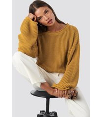 na-kd cropped boat neck knitted sweater - yellow