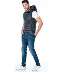 chaleco negro acolchado con capota para hombre cremallera frontal y bolsillos laterales con cremallera