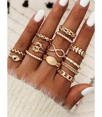 conjunto de anillos de oro con diseño geométrico hueco