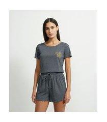 pijama curto com textura canelada estampa chill all day | lov | cinza | g