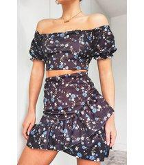 bloemenprint top met pofmouwen en wikkel jurk met franjes set, zwart