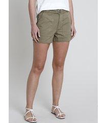 short de sarja feminino com bolsos e cinto verde militar