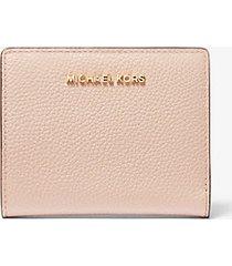 mk portafoglio medio in pelle martellata - rosa tenue (rosa) - michael kors