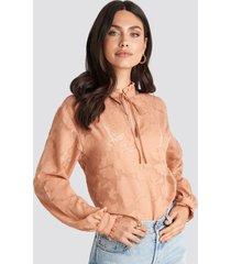 na-kd boho jacquard flower frill neck blouse - pink