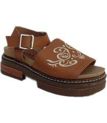 sandalia marrón omm palta