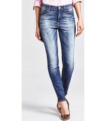 jeansy model skinny z przetarciami
