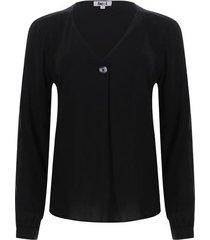 blusa con boton en escote color negro, talla 14