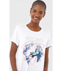 camiseta enfim beyond the world branca - kanui