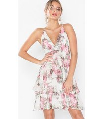 nly eve flounce bottom frill dress loose fit blommig