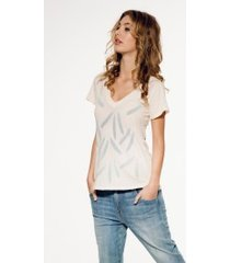 falling feathers classic v-neck tee