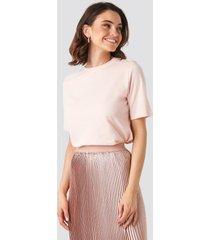 na-kd basic t-shirt med hög, rund halsringning - pink