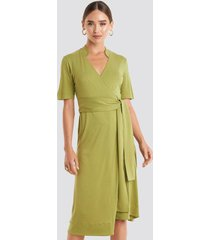 na-kd wrap jersey midi dress - green
