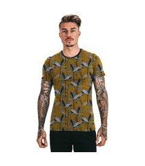 camiseta di nuevo amarela mostarda folhas tropicais mostarda