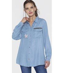 blusa mezclilla con strass en bolsillos azul curvi