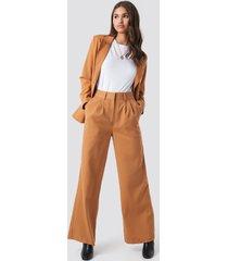 na-kd classic high waist flared suit pants - brown,orange