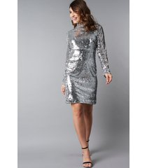 na-kd party high neck ls sequins dress - silver