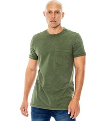 camiseta cuello redondo teñido old wash con bolsillo y mangas dobladas color blue