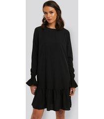 na-kd boho round neck flounce mini dress - black