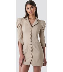 tina maria x na-kd front button blazer dress - beige
