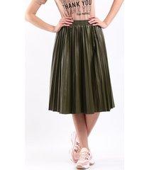 falda plisada verde en polipiel talla unica