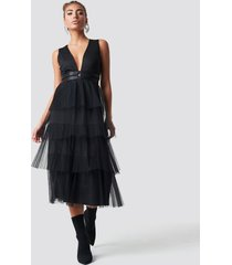 luisa lion x na-kd pleated tulle dress - black
