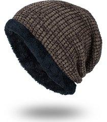 cappello di peluche a maglia