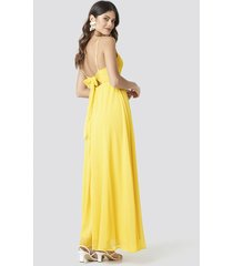 na-kd party tie back detail maxi dress - yellow