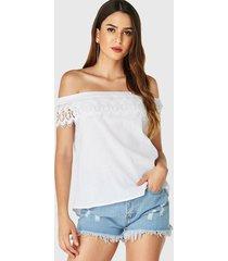 yoins blusa blanca con hombros descubiertos y encaje de crochet adornado