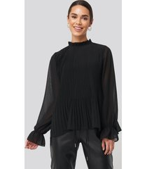 na-kd high neck pleated blouse - black