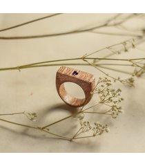 drewniany pierścionek z ametystem