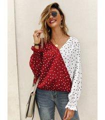 blusa de manga larga con cuello en v y lunares rojos