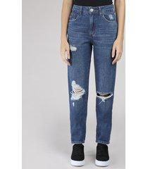 calça jeans feminina mom vintage com rasgos azul escuro