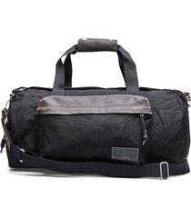 calum bags weekend & gym bags zwart eastpak