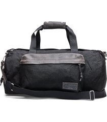 calum bags weekend & gym bags zwart eastpak