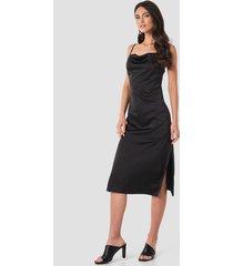 na-kd party satin midi slip dress - black