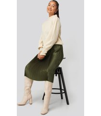 na-kd trend shiny pleated skirt - green