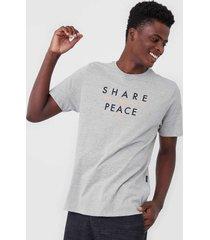 camiseta wg share peace cinza - cinza - masculino - dafiti