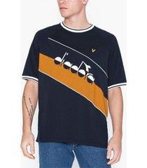 lyle & scott printed colourblock t-shirt t-shirts & linnen dark navy