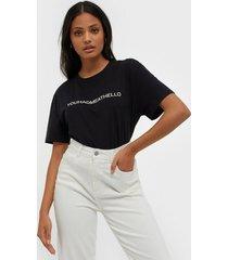 moss copenhagen liv organic rubber print tee t-shirts