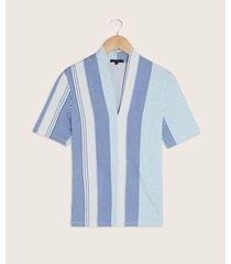 camiseta mangan corta cuello en v en estampada