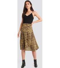 na-kd trend animal printed midi skirt - brown