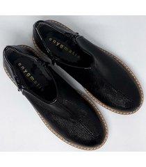 zapato negro enygmatis