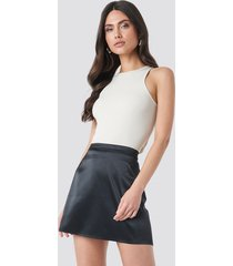 na-kd trend satin mini skirt - black
