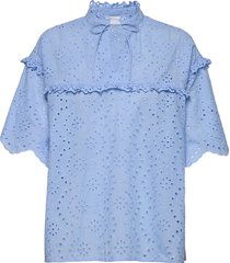 blouse w. frill details and broderi blouses short-sleeved blauw coster copenhagen
