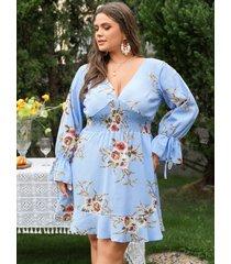manga larga con cuello en v y estampado floral fruncido con volantes de talla grande vestido