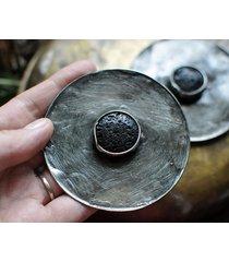 broszka skała wulkaniczna